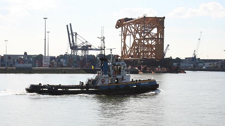 Ship Delivery TOS Rusland tug