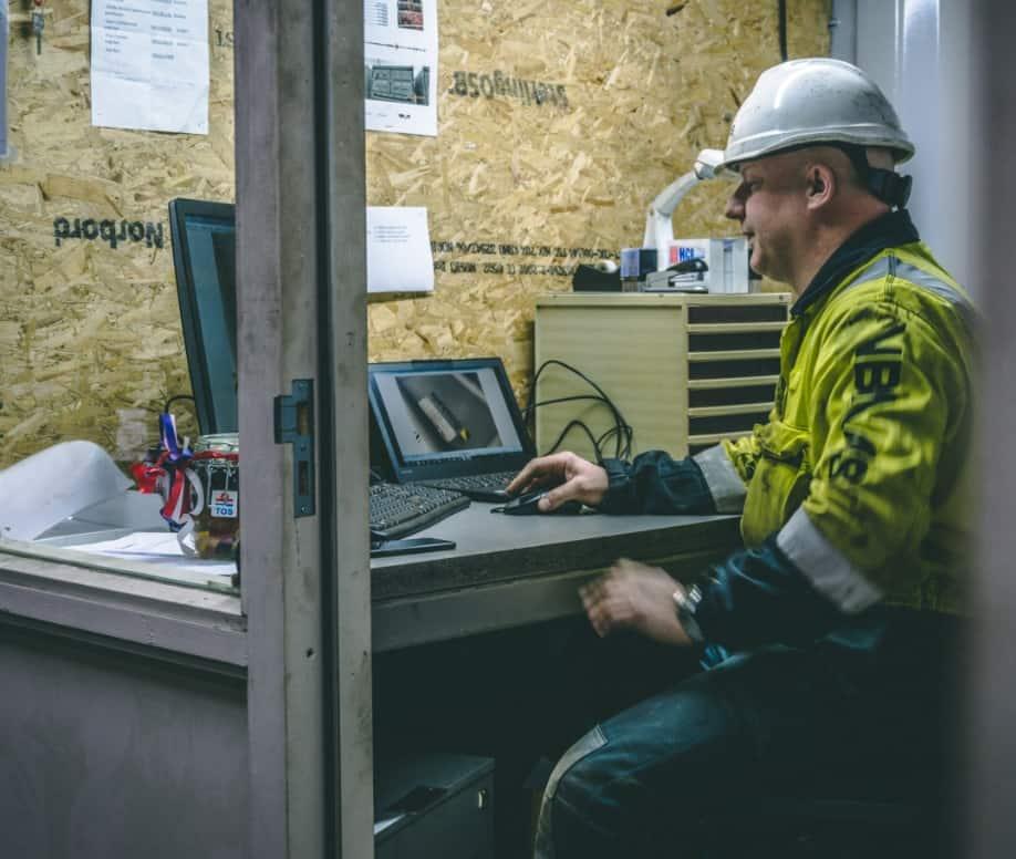 Equipment Engineer working TOS
