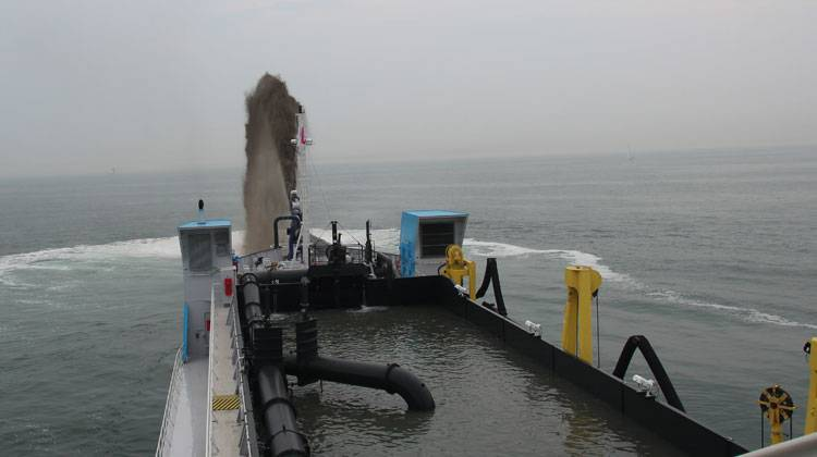 Sand Spraying Dredger Ship Delivery TOS